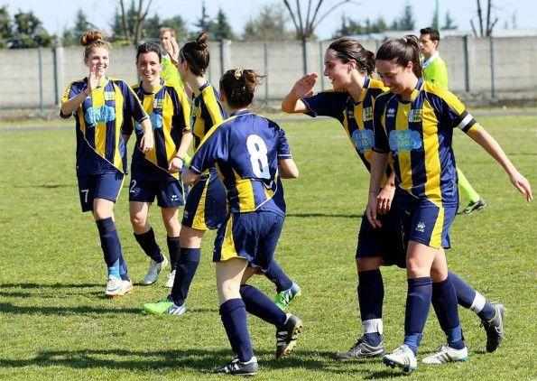 Esultanza ragazze Castelfranco Calcio