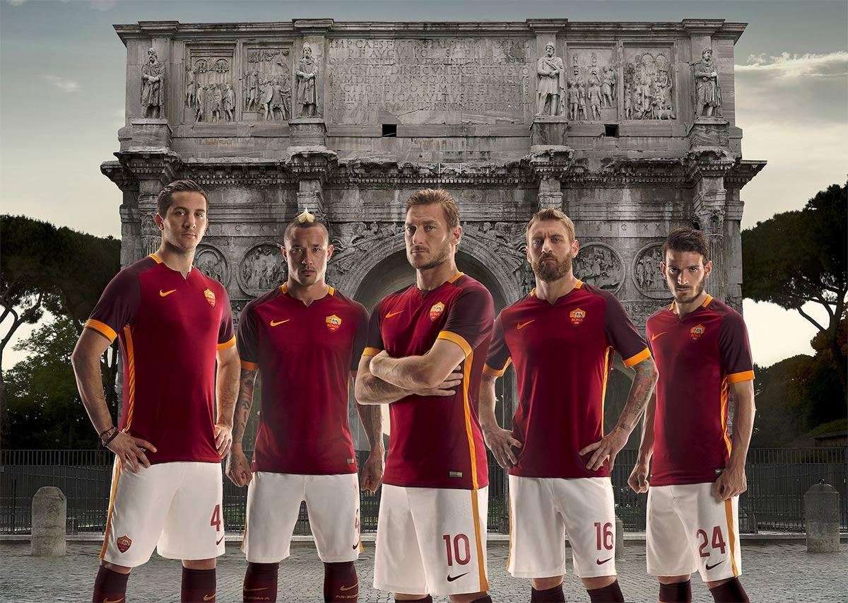 fatica Mattina Ritenzione  Maglie Roma 2015-2016 Nike, ispirazione ai centurioni romani