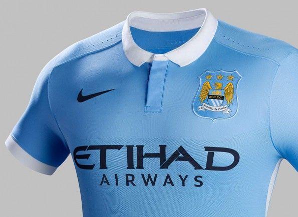 Dettaglio casacca Manchester City celeste 2015-16