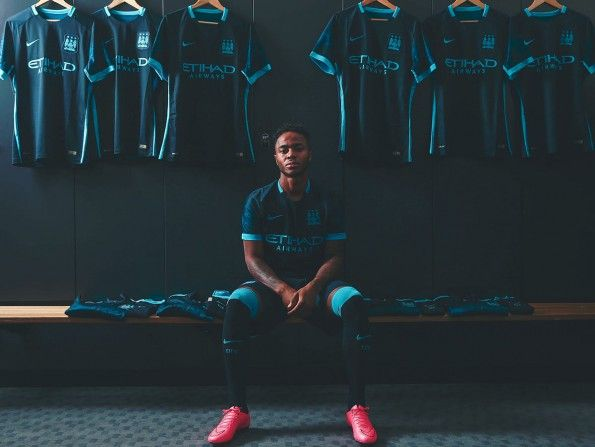 Presentazione kit away Manchester City 2015-2016
