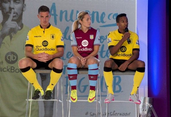 Evento Villa Park, kit Aston Villa 2015-16 Macron