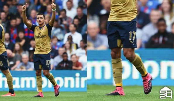 Alexis Sanchez (Arsenal) - Nike Mercurial Vapor IV Tech Craft