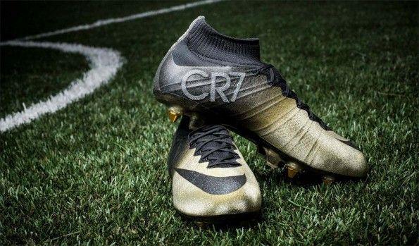 Scarpe speciali Cristiano Ronaldo pallone d'Oro