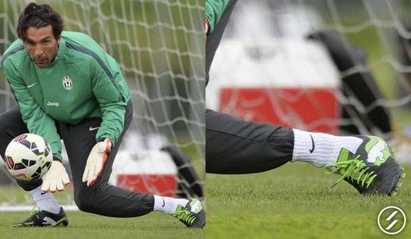 Gigi Buffon con le scarpe PowerCat di Puma