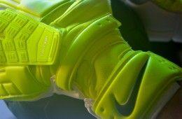 Dettaglio guanti portiere Nike GK Confidence gialli