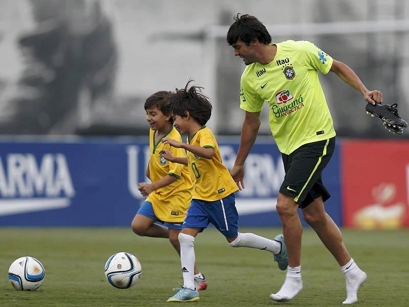 Kakà in allenamento con i bambini