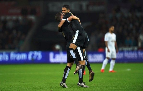 Mahrez festeggia dopo un gol