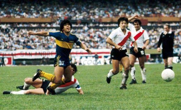 Maradona al Boca Juniors, scarpe Puma King