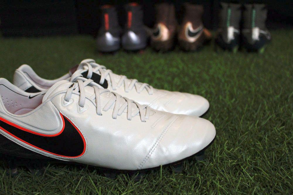 Le scarpe Nike Tiempo VI Legend