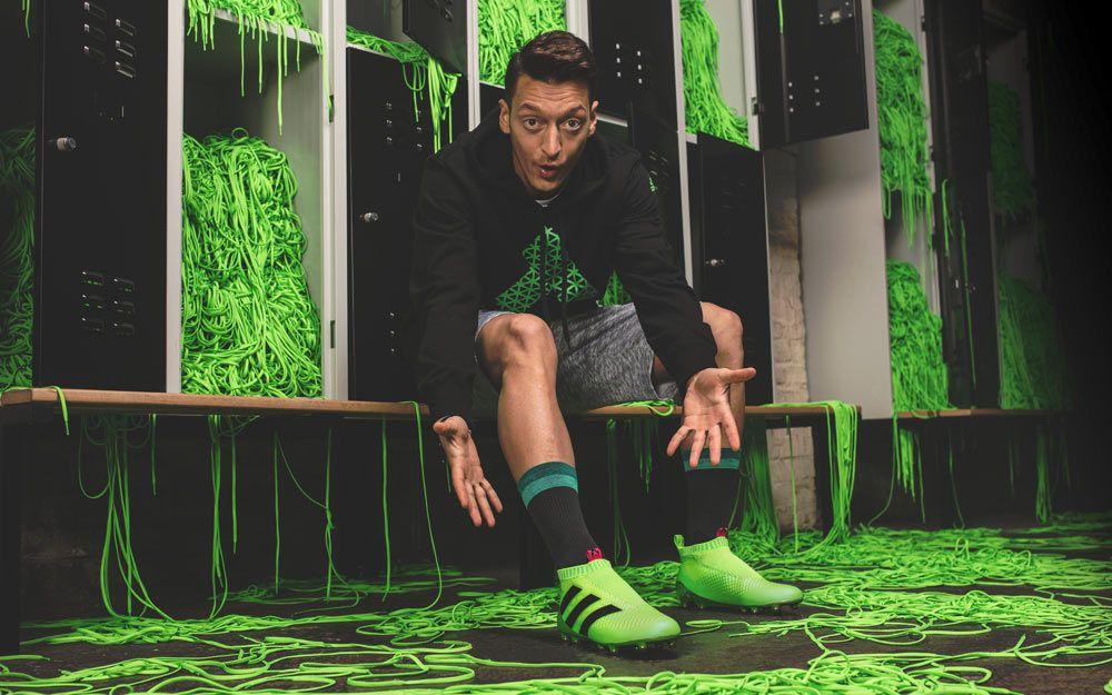 Mesut Ozil, scarpe ACE16+ Pure Control