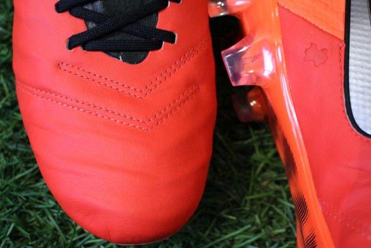 Dettaglio tomaia Nike Tiempo Metal Flash