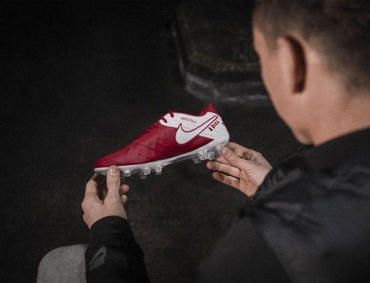 Le scarpe Nike Tiempo ID di Koscielny