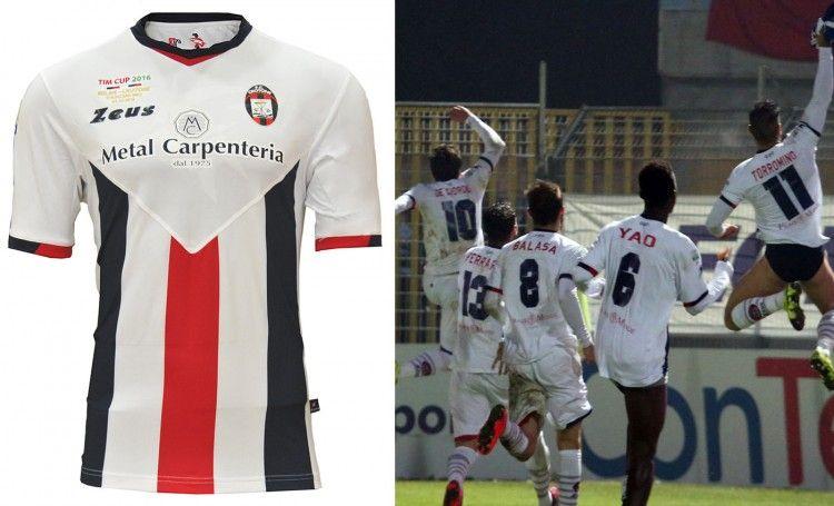 Seconda maglia Crotone 2015-2016