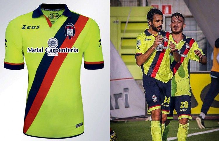 Terza maglia Crotone 2015-2016 gialla