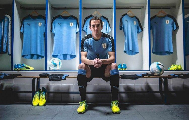 Godin con la maglia dell'Uruguay 2016-2017