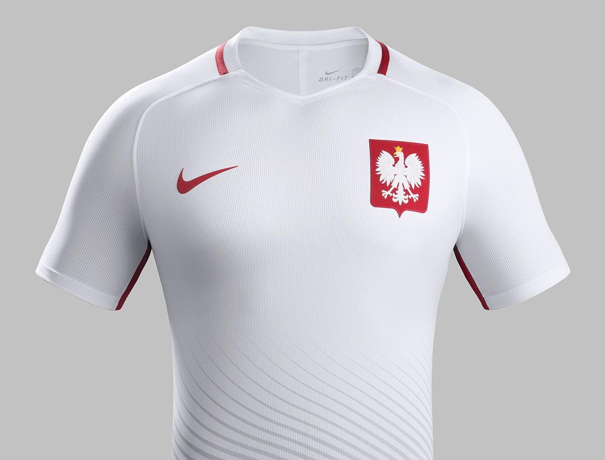 Maglie Polonia Europei 2016, l'aquila abbraccia i giocatori