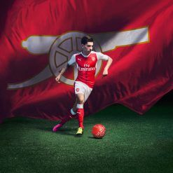 Bellerin con il kit dell'Arsenal 2016-17