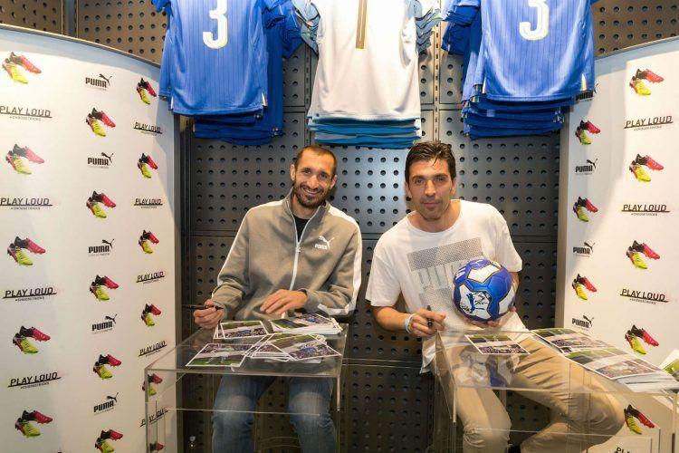 Buffon e Chiellini firmano autografi al Puma Store