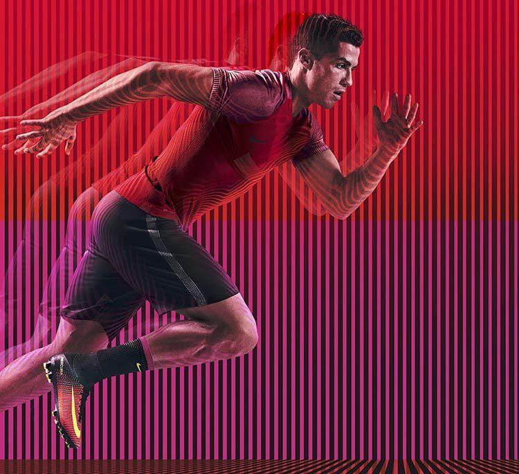 Cristiano Ronaldo con le nuove Nike Mercurial Superfly V