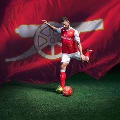 Olivier Giroud, divisa Arsenal 2016-17 Puma