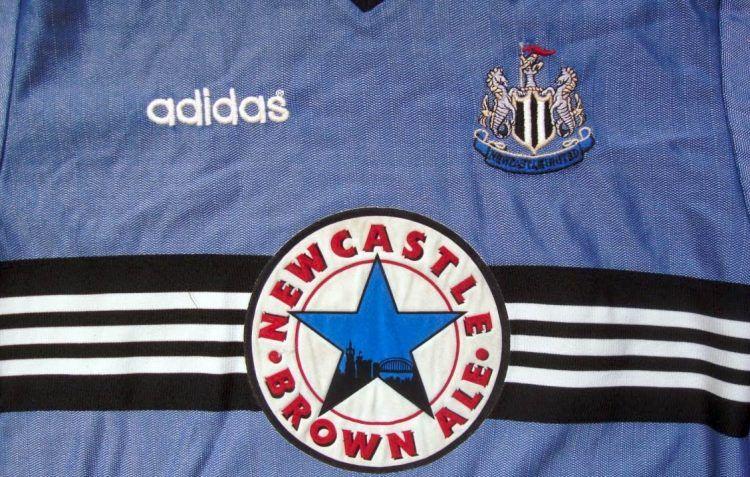 La trama della maglia del Newcastle 96-97