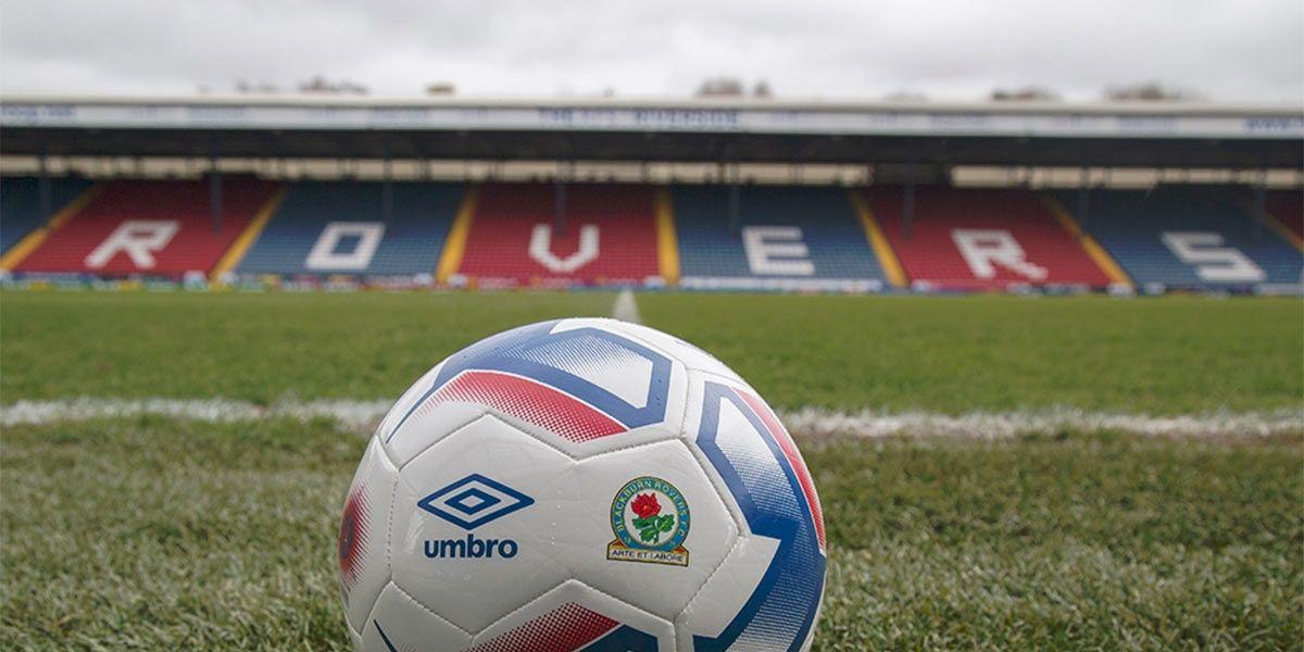Umbro sponsor tecnico Blackburn Rovers