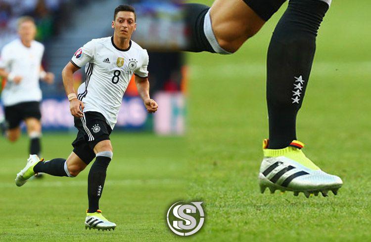 Mesut Ozil (Germania) - adidas ACE 16+ PureControl