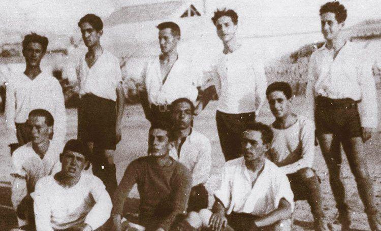 Il Cagliari in maglia bianca contro la Torres nel 1920