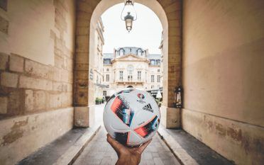 Il pallone adidas Fracas
