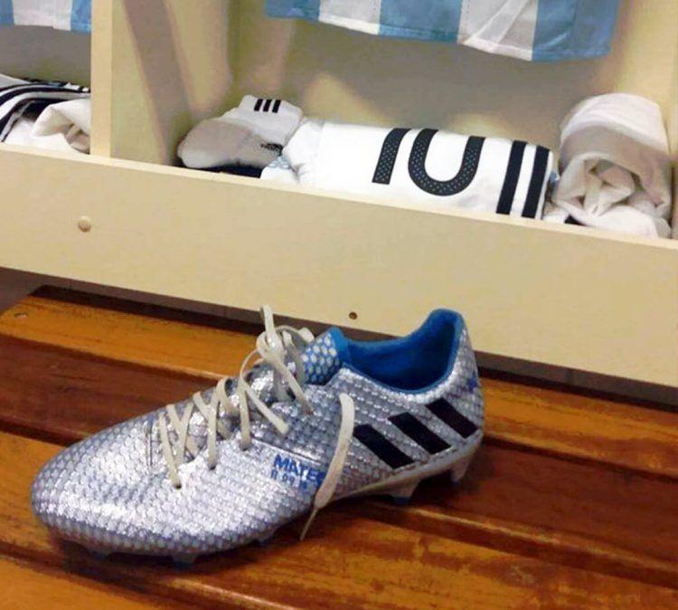 Le scarpe di Messi nello spogliatoio dell'Argentina