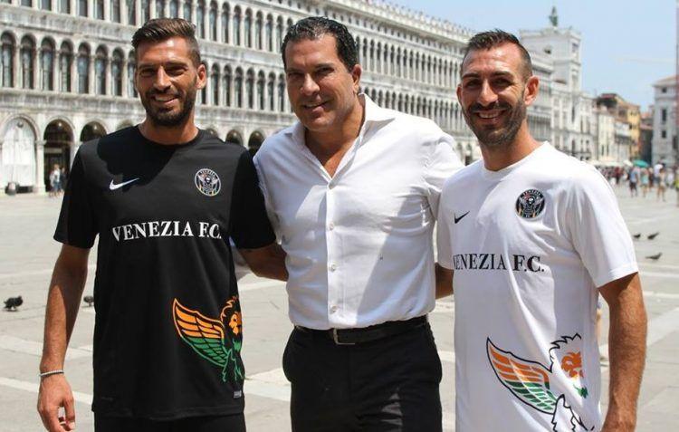 Tacopina con le maglie del Venezia FC 2016-2017