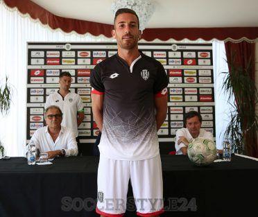 Seconda maglia Cesena 2016-2017 nera