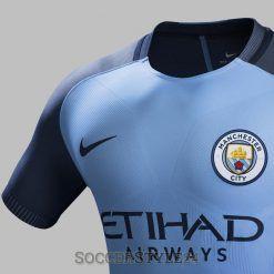 Dettaglio prima maglia Manchester City 2016-17