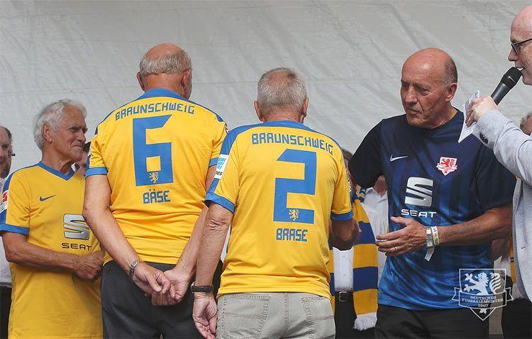 Divise Eintracht Braunschweig 2016-2017, font
