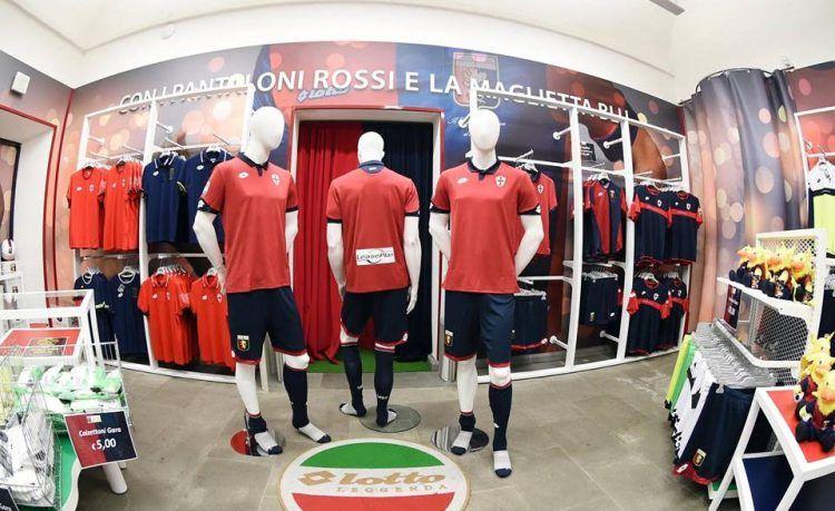 La terza maglia del Genoa 2016-17 presso lo store