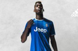 Pogba con la maglia away della Juventus 2016-17