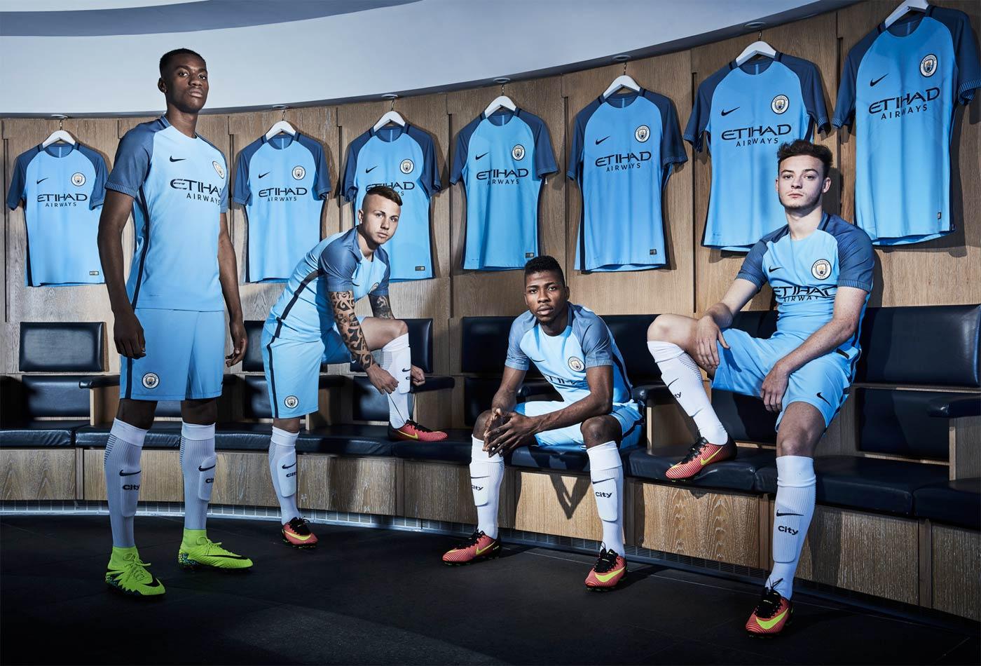 Maglia Manchester City 2016-2017, esordisce il nuovo logo