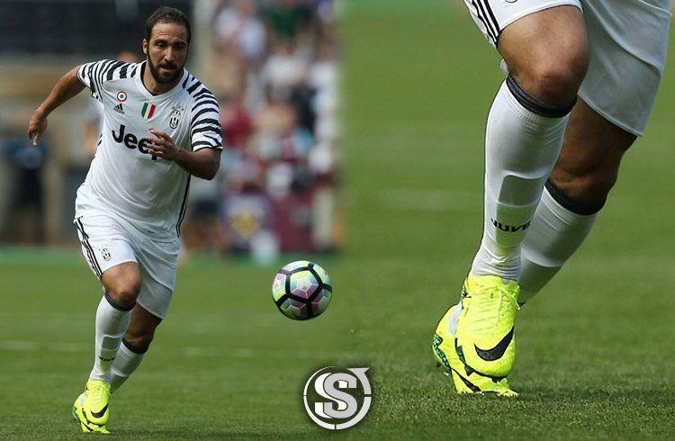 Gonzalo Higuain (Juventus) - Nike HyperVenom Phinish