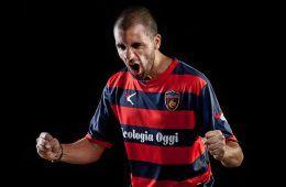Caccetta indossa la nuova maglia del Cosenza Calcio 2016-17