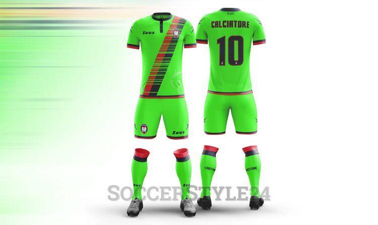 Terza divisa Crotone Calcio 2016-17 verde fluo