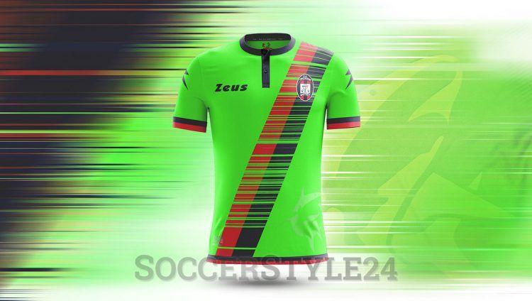 Crotone terza maglia Serie A 2016-17 verde