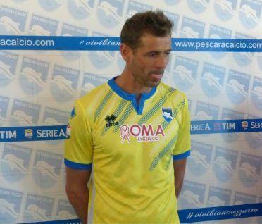 Seconda maglia Pescara 2016-2017 gialla