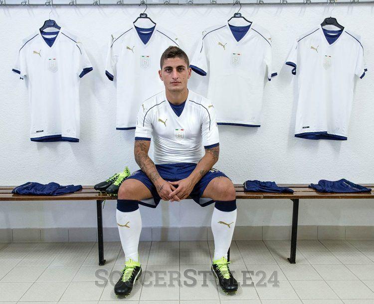 Verratti con la maglia bianca dell'Italia 2016-2017