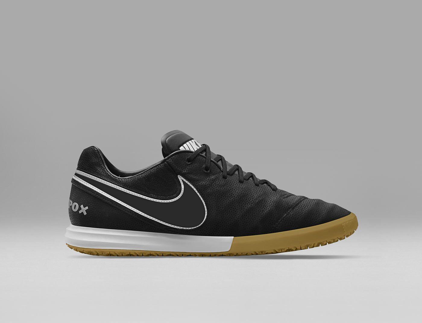 Nike Tech Craft 2, il ritorno delle scarpe da calcio nere in  0TCjEa