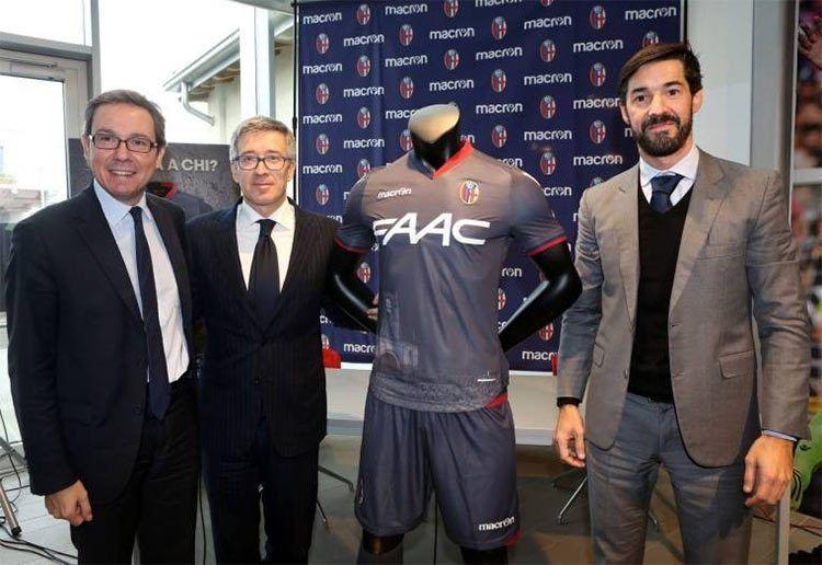 Terza divisa Bologna 2016-17 al Macron Store
