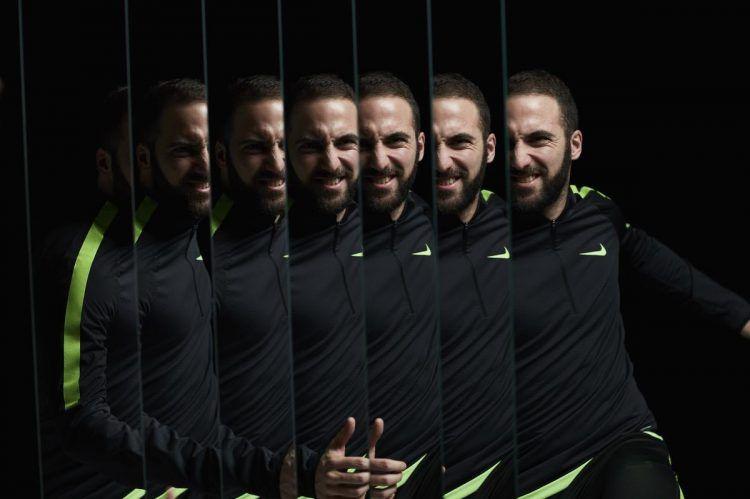 Higuain Nike mirror