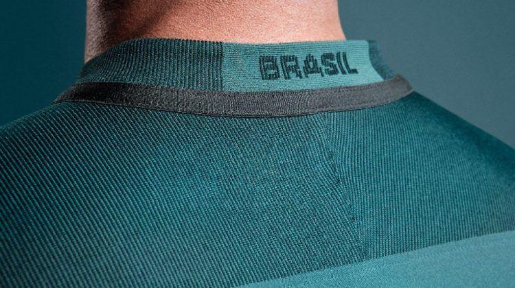 Il retro del colletto con la scritta Brasil