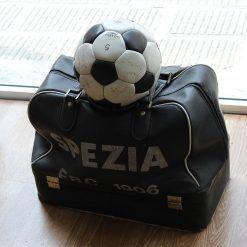 Borsone vintage e pallone Spezia Calcio