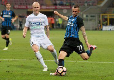 Brozovic con la nuova maglia dell'Inter 2017-2018