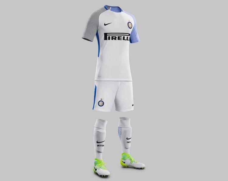 Divisa Inter trasferta 2017-2018